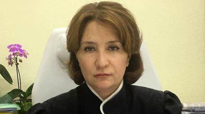 В сети опубликовали фото судьи Елены Хахалевой с ворами в законе (4 фото)