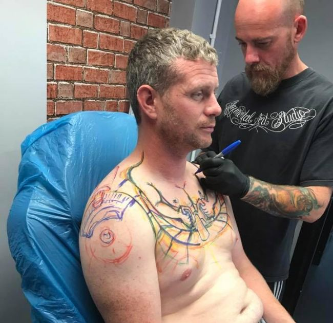 Забавная татуировка (3 фото)