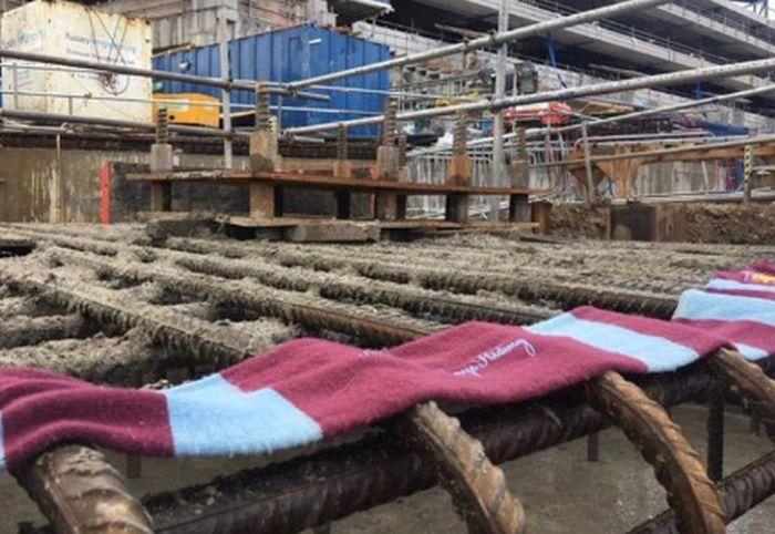 Болельщик ФК «Вест Хэм» устроил «диверсию» на строящемся стадионе «Тоттенхэма» (2 фото)