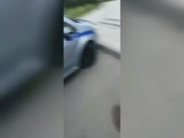 В Казани парень проколол колеса полицейскому автомобилю