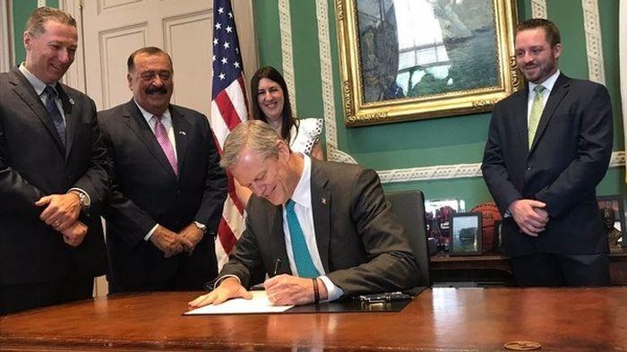 http://trinixy.ru/pics5/20170731/governor_of_massachusetts_01.jpg