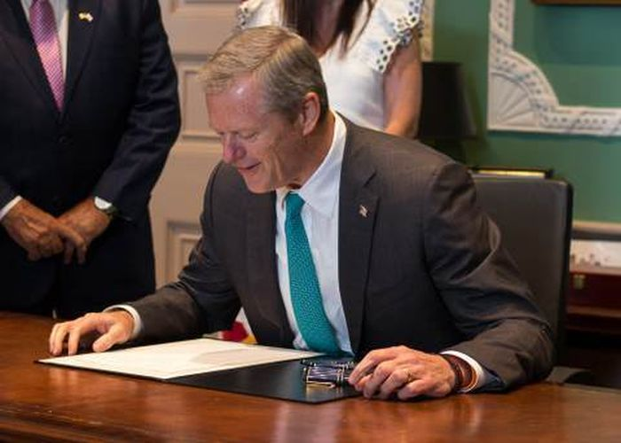 http://trinixy.ru/pics5/20170731/governor_of_massachusetts_03.jpg