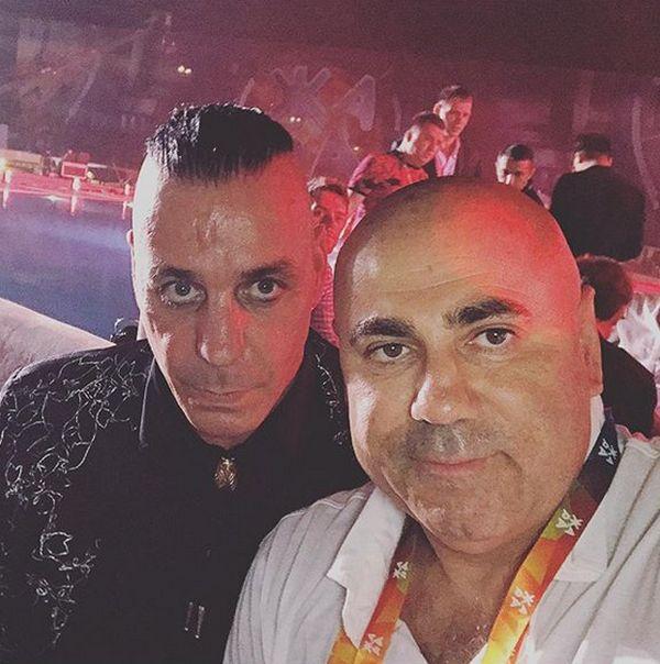 Российские звезды «взяли в плен» вокалиста группы Rammstein Тилля Линдеманна (6 фото)