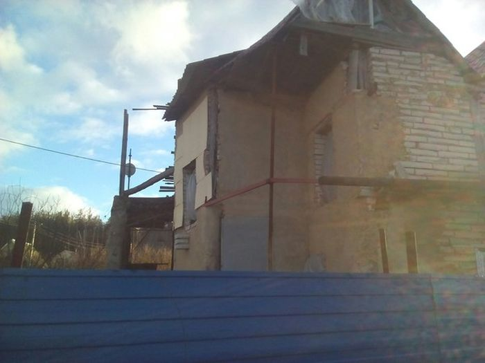 Когда хочется большой дом, но денег на него не хватает (5 фото)