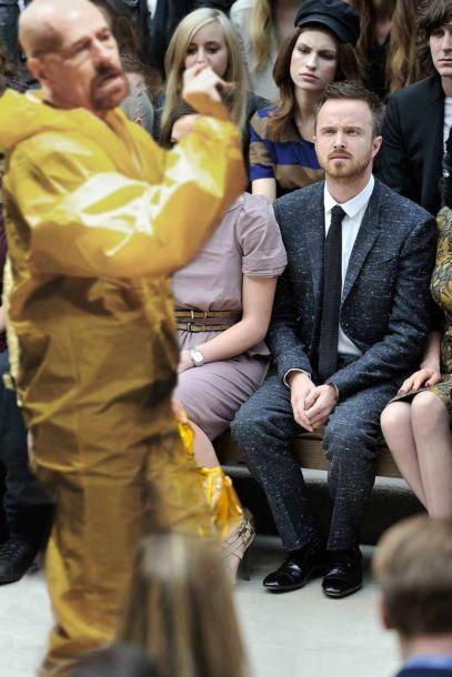 Снимок Аарона Пола на модном показе спровоцировал битву фотожаб (11 фото)