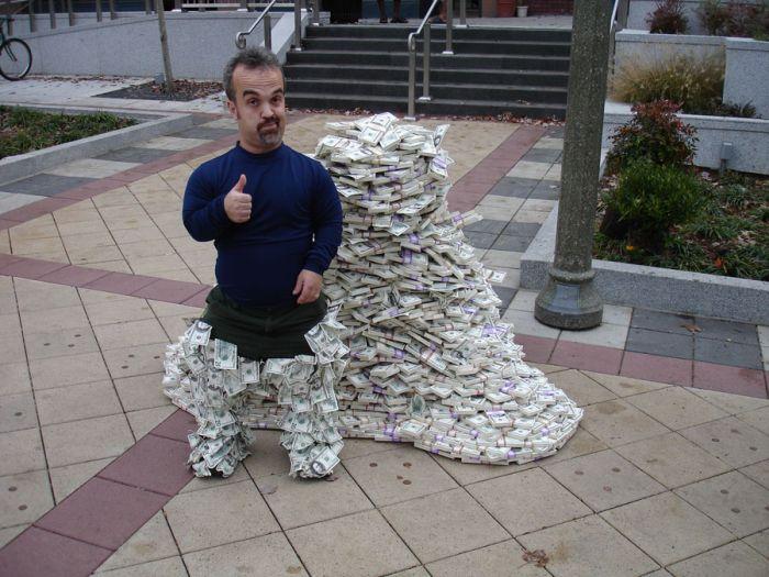 Загадка дня: куча денег в пикапе (3 фото)
