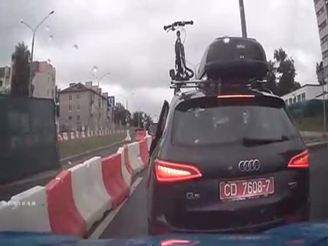 В Минске водитель авто с дипномерами стал угрожать милицией
