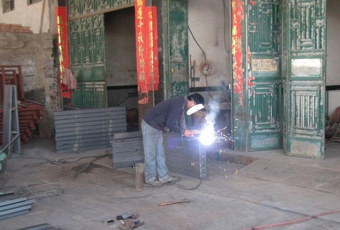 Самодельные маски китайских сварщиков (5 фото)