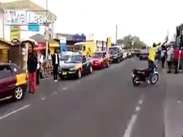 Невероятные трюки мотоциклиста