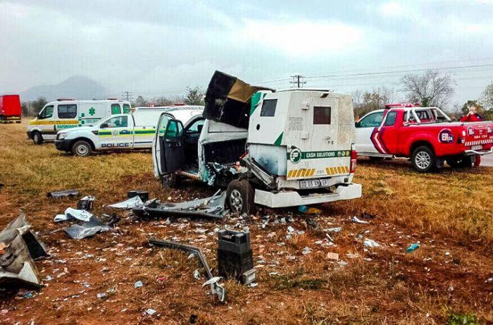 В ЮАР прошел настоящий денежный дождь (4 фото)