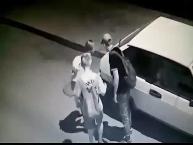 В Керчи подростки пытались поджечь автомобиль