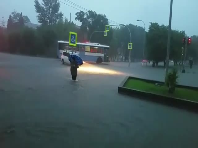 Сильный ливень затопил Уссурийск