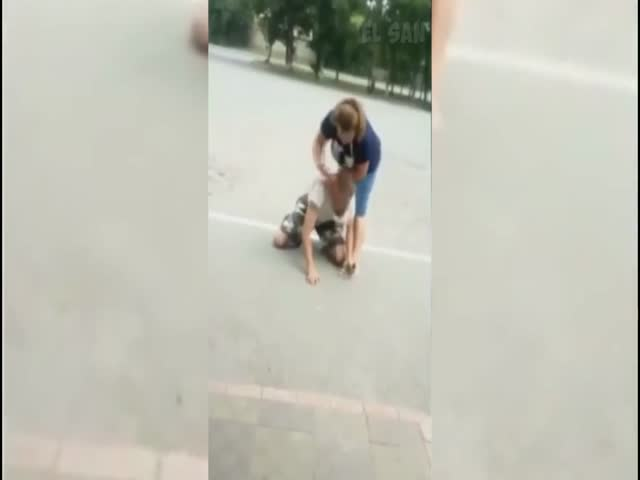 Женщина проучила вора
