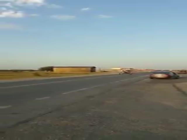 В Чечне легкомоторный самолет врезался в автомобиль