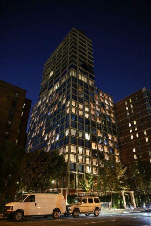 Новый отель Нью-Йорка возмутил жильцов дома напротив (4 фото)
