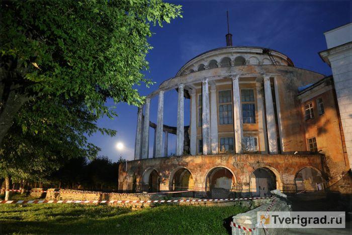 В Твери частично обрушилось здание Речного вокзала (8 фото + видео)