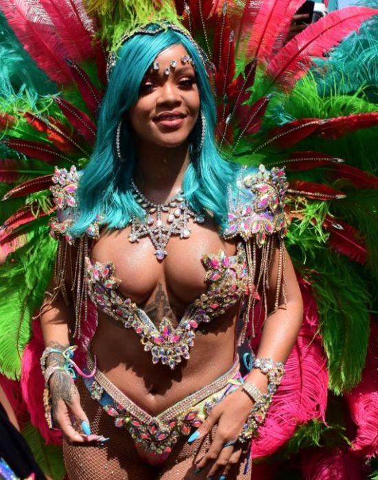 Рианна выбрала откровенный наряд для фестиваля Crop Over (7 фото + видео)