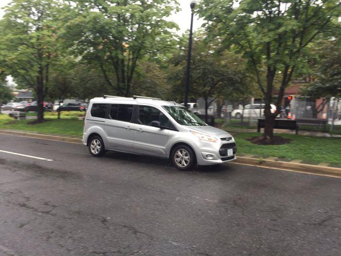 Внутри беспилотного автомобиля спрятали водителя (2 фото + видео)