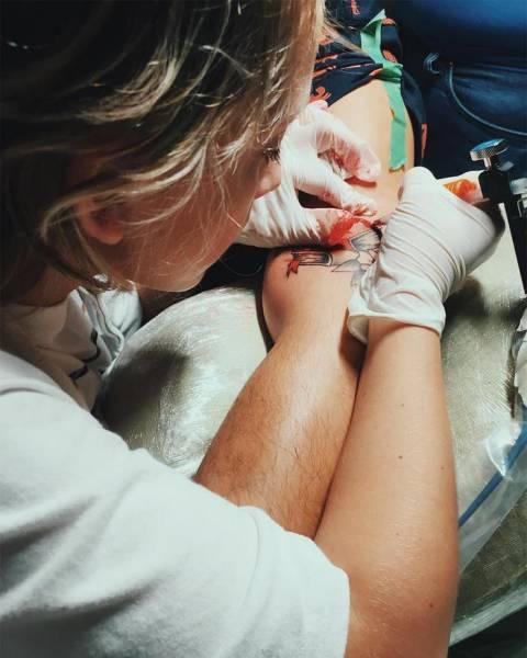 Эзра Дормон - юный тату-мастер из Панамы (9 фото)