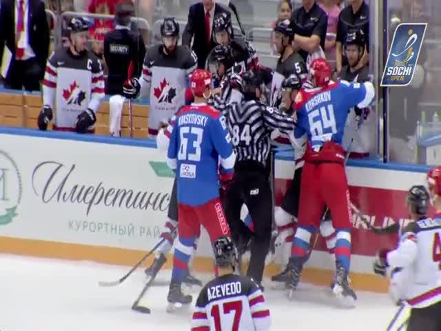 Массовая драка на хоккейном матче Россия - Канада