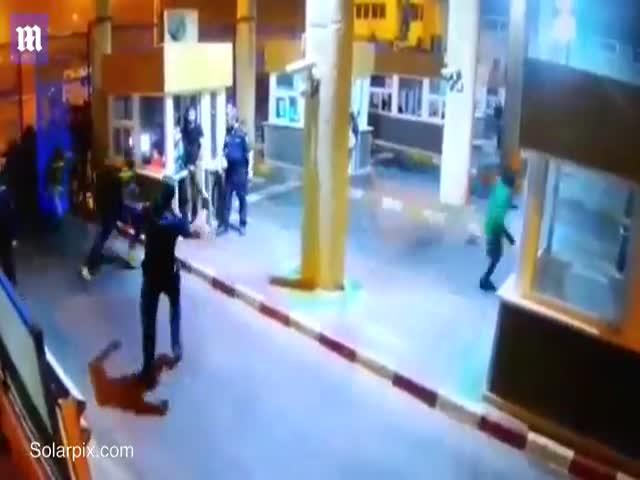 Пограничник сломал ногу, пытаясь остановить мигрантов