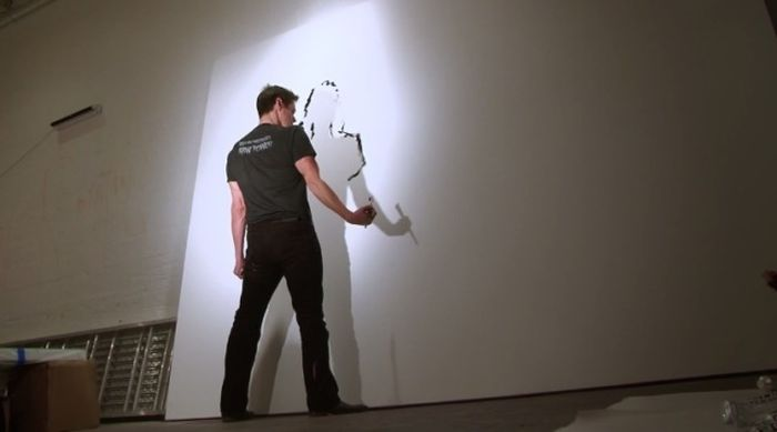 Джим Керри увлекся созданием картин (7 карточка + видео)