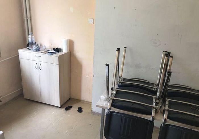 Английский болельщик показал комнату своего отеля в Скопье (5 фото)