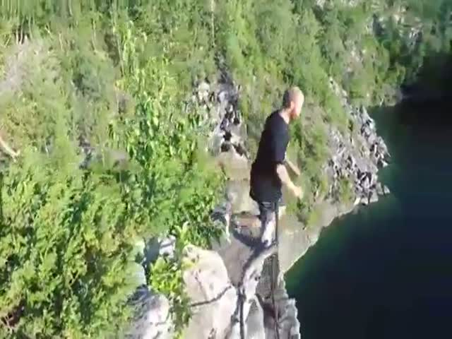 Прыжок с 28-метрового утеса