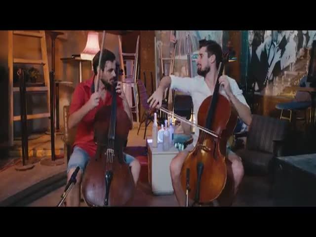 Парни сыграли песню Despacito на виолончелях