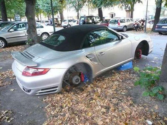 Автомобили на кирпичах (23 фото)
