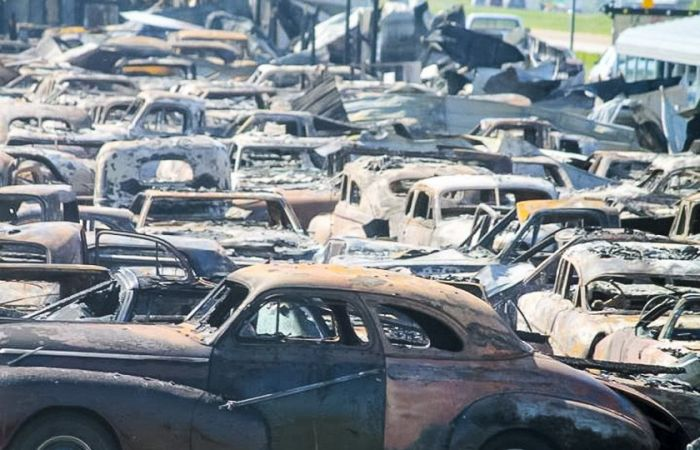 В Иллинойсе сгорело 050 ретромобилей (11 фото)