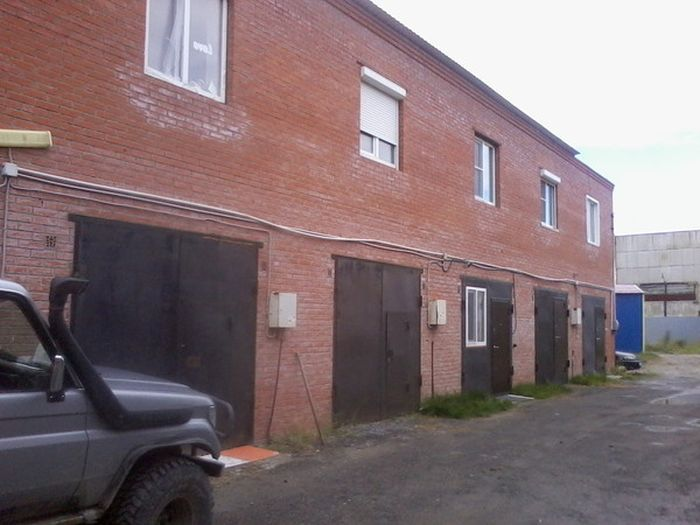 Жилье во гараже (9 фото)