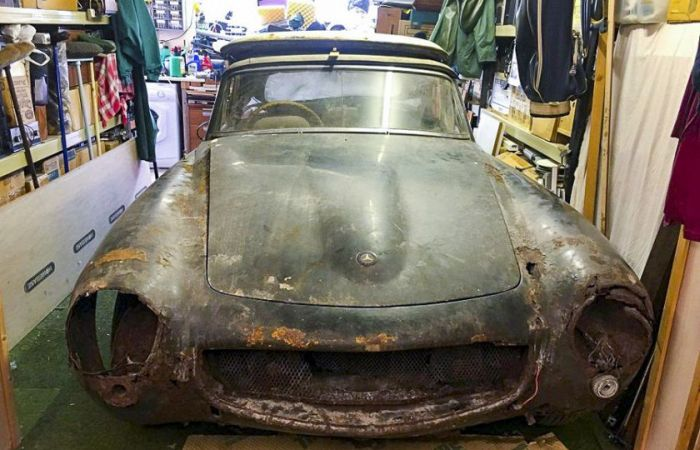 Mercedes 190 SL 1960 года выпуска, который пылился в гараже 30 лет (5 фото)
