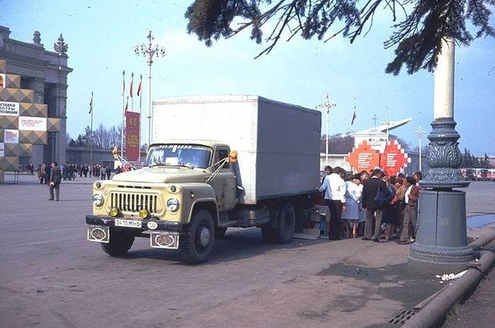 Москва в преддверии 1 мая 1982 года (53 фото)