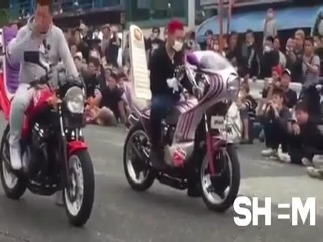 Музыкальное состязание спортивных мотоциклов