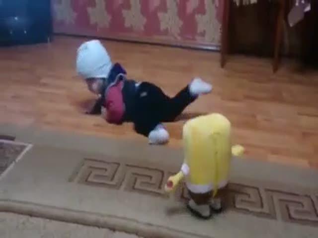 Малыш и страшная игрушка