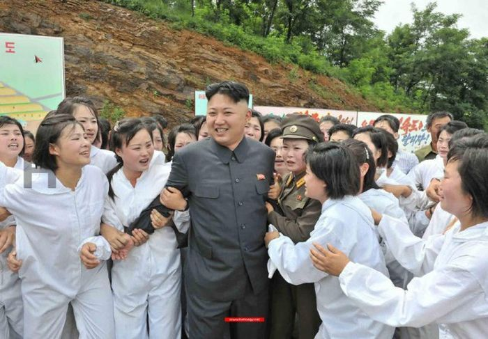 http://trinixy.ru/pics5/20170814/north_korea_girls_14.jpg