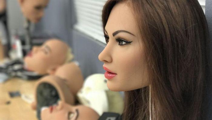 Как изготавливают современные секс-куклы (33 фото)