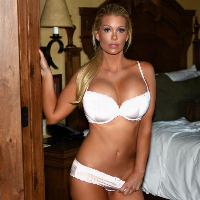 Любительница откровенных снимков, модель Элли Джонсон (25 фото)