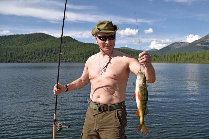 Павел Дуров устроил флешмоб #PutinShirtlessChallenge (2 фото)