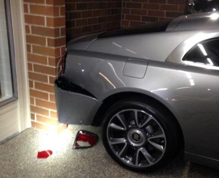 В США водитель автомобиля Honda протаранил Rolls-Royce и Bentley (3 фото)