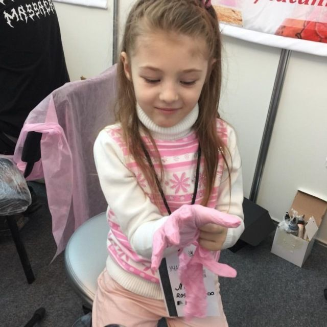 Елизавета Борисова - 7-летний тату-мастер из Екатеринбурга (6 фото)