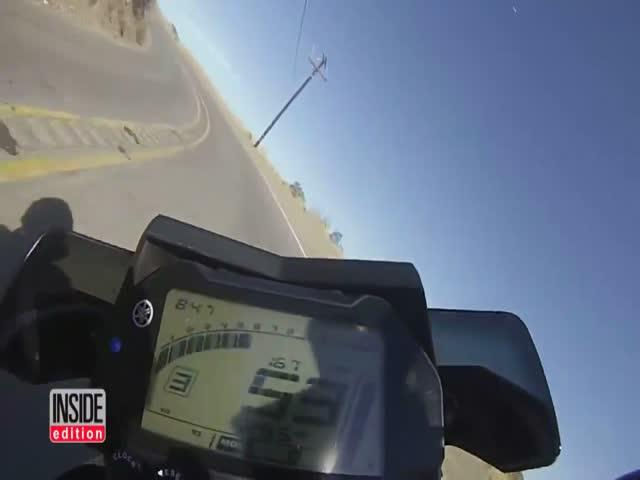 Мотоциклист упал с горы, но выжил