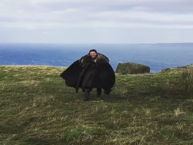 Джон Сноу думает, что он - дракон