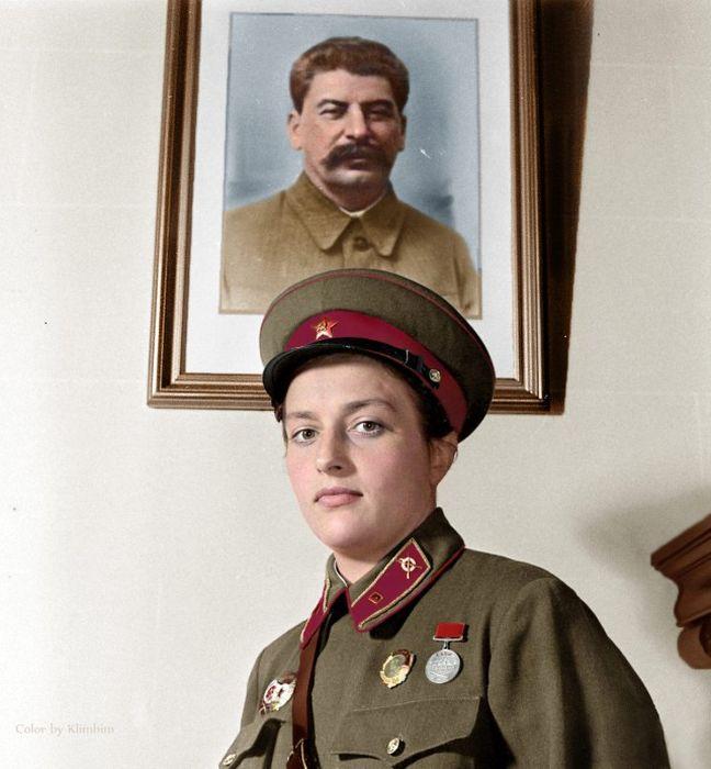 Цветные портреты известных личностей (59 фото)