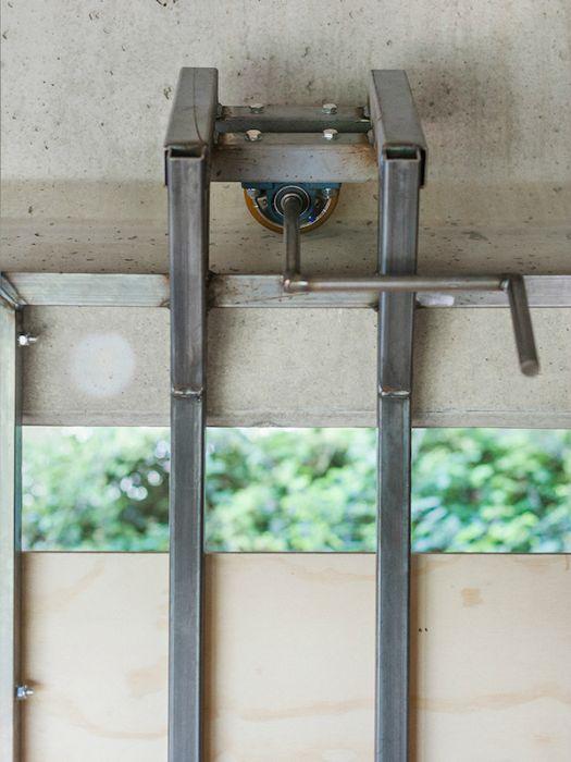 Дизайнер соорудил студию под автомобильным мостом (7 фото + видео)