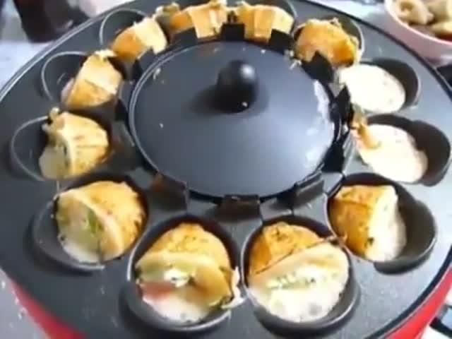 Сковорода, которая сама переворачивает готовящееся блюдо