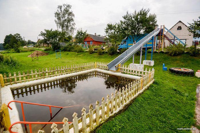 В Белоруссии пенсионера заставляют снести построенный им «сельский аквапарк» (11 фото)