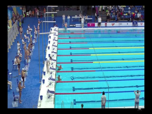 Испанский пловец Фернандо Альварез выждал минуту молчания и проиграл заплыв