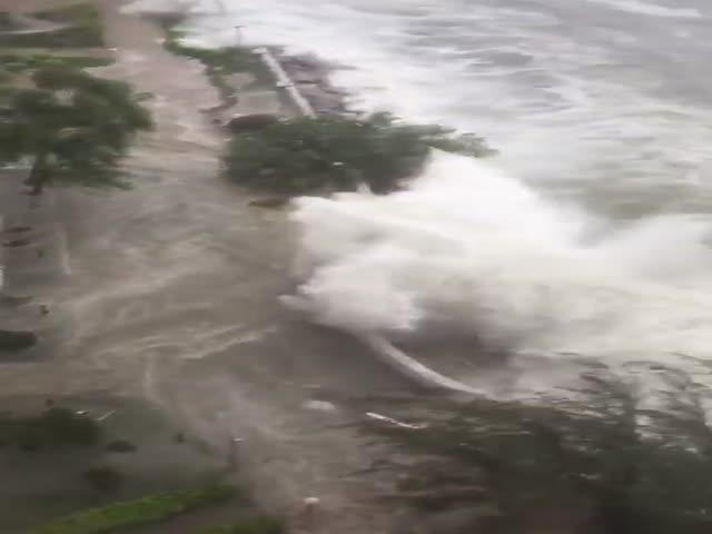 Мощный тайфун бушует на юге Китая